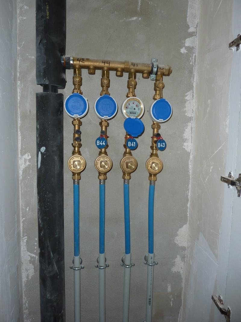 Compteurs individuels eau froide et eau chaude P1140611