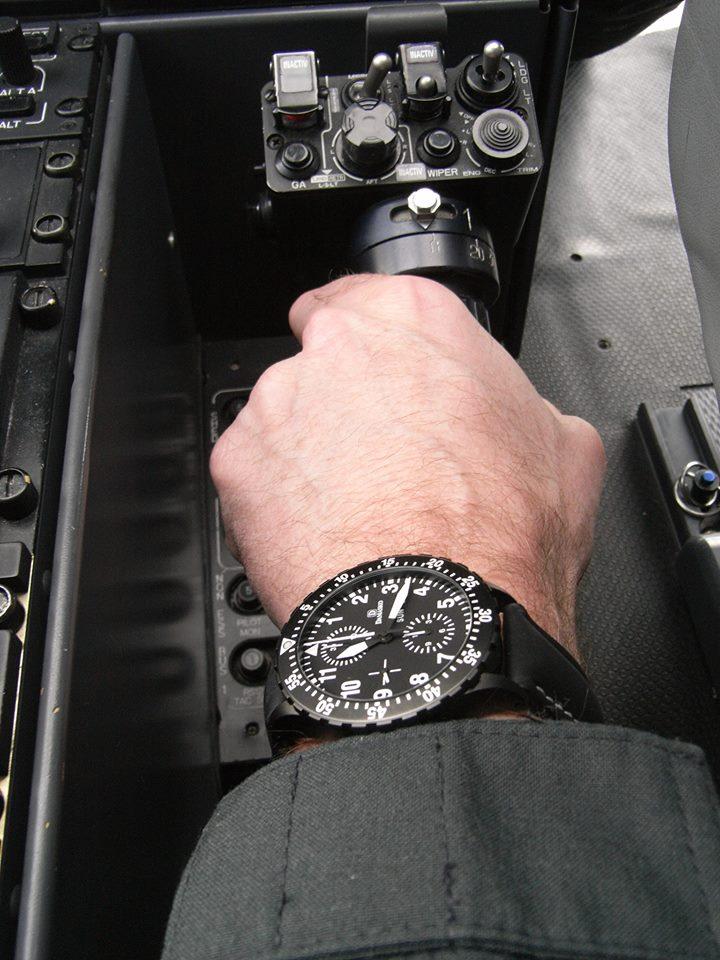 DODANE - la montre  des pilotes de ligne? - Page 5 75021_10