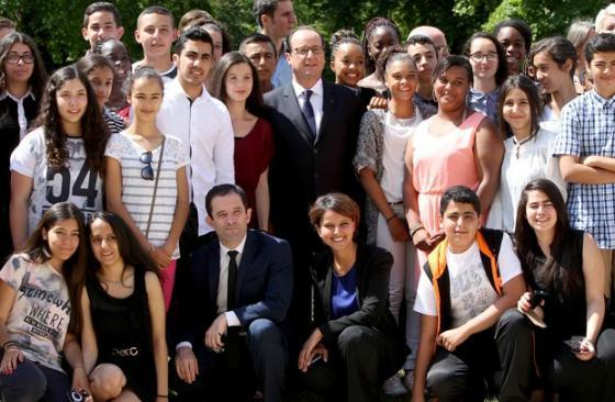 Des lauréats du brevet des collèges accueillis à l'Élysée Hamon110
