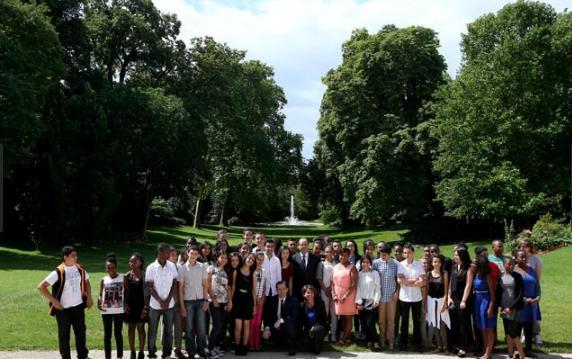Des lauréats du brevet des collèges accueillis à l'Élysée Hamon210
