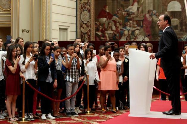 Des lauréats du brevet des collèges accueillis à l'Élysée Hamon510