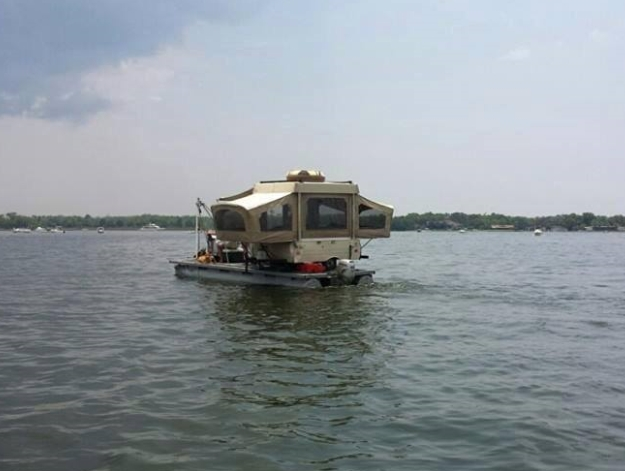 Camping on a boat Float_10
