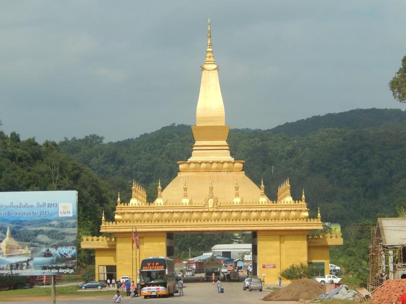 passage de notre 21ème frontiere; Laos10