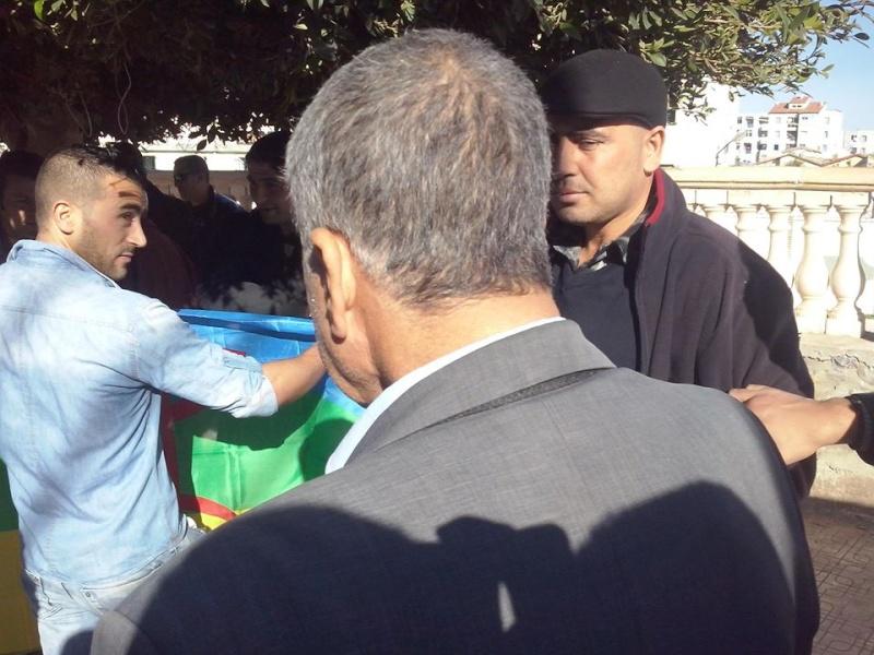 Rassemblement de solidarité avec Kamel Daoud à Aokas mardi 23 decembre 2014 - Page 2 1203
