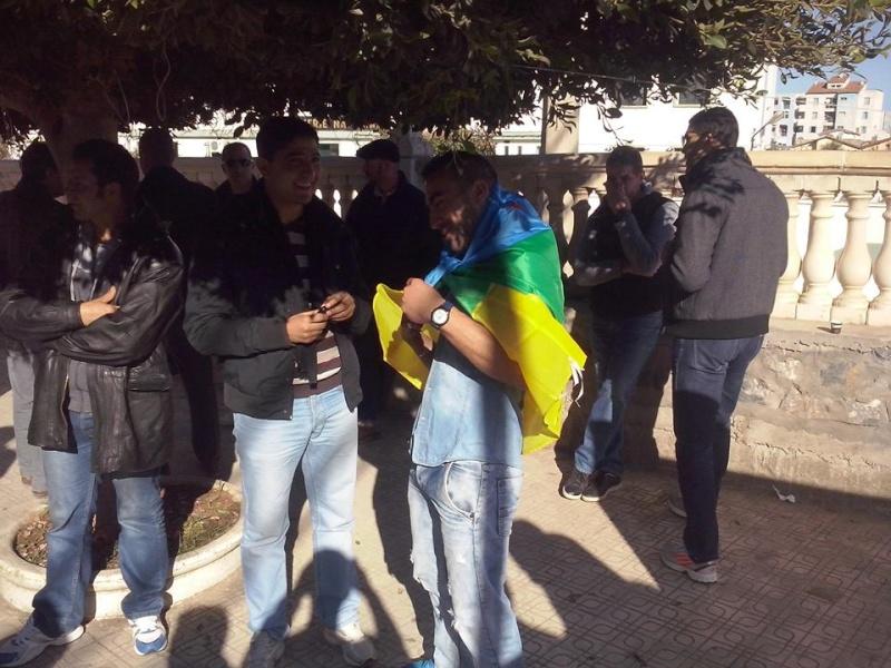 Rassemblement de solidarité avec Kamel Daoud à Aokas mardi 23 decembre 2014 - Page 2 1204