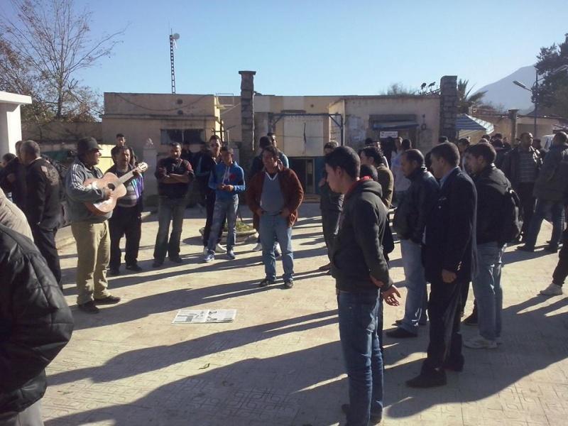 Rassemblement de solidarité avec Kamel Daoud à Aokas mardi 23 decembre 2014 - Page 2 1205