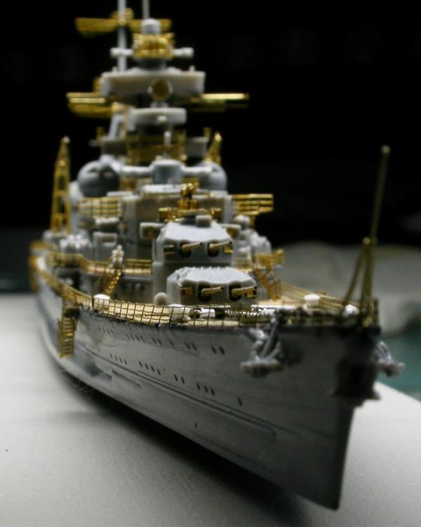Montage Prinz Eugen au 1/700° Tamiya - Page 2 Dscn5526