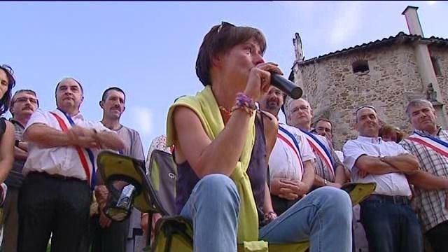 Evelyne Flacher, maire de Saint-Medard-en-Forez (Loire), entre en grève de la faim contre les rythmes scolaires. Grevem10