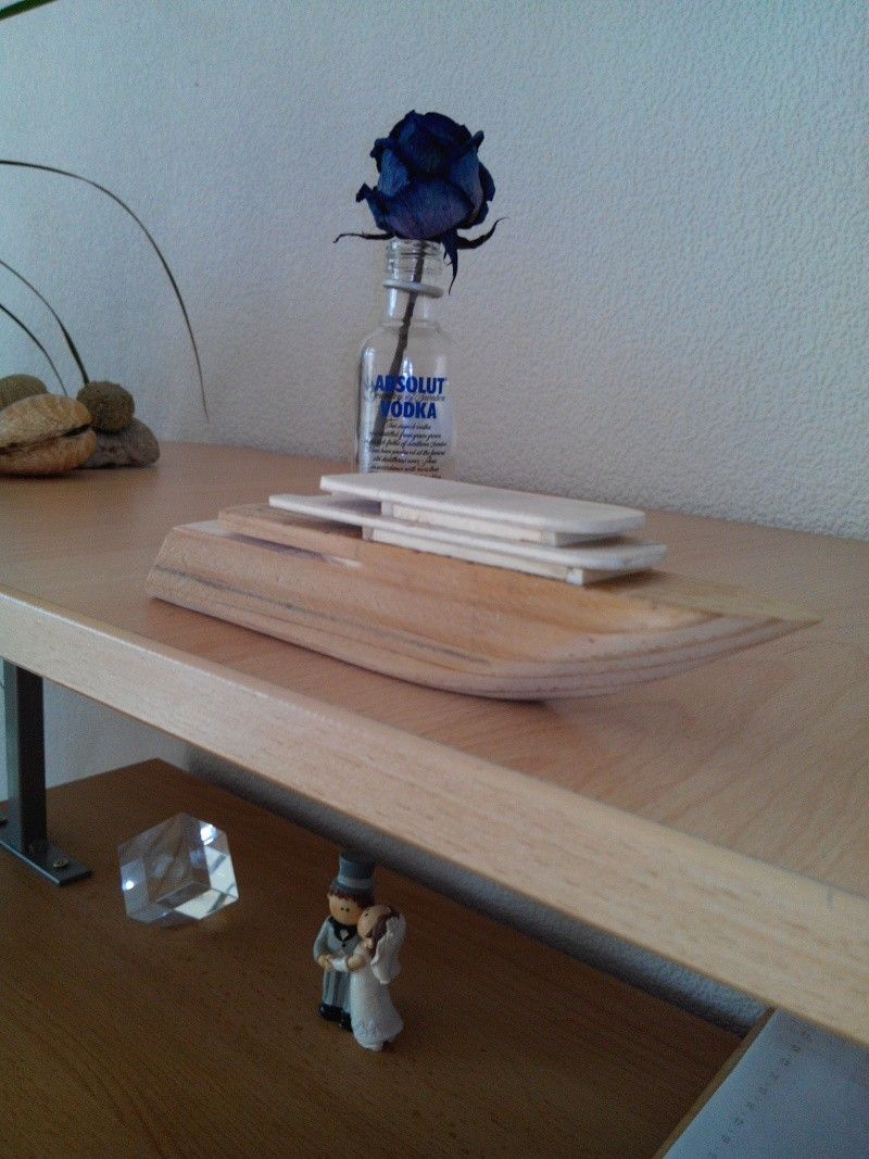 realisation d'un yacht en bois .ech:1/500. Img_2447