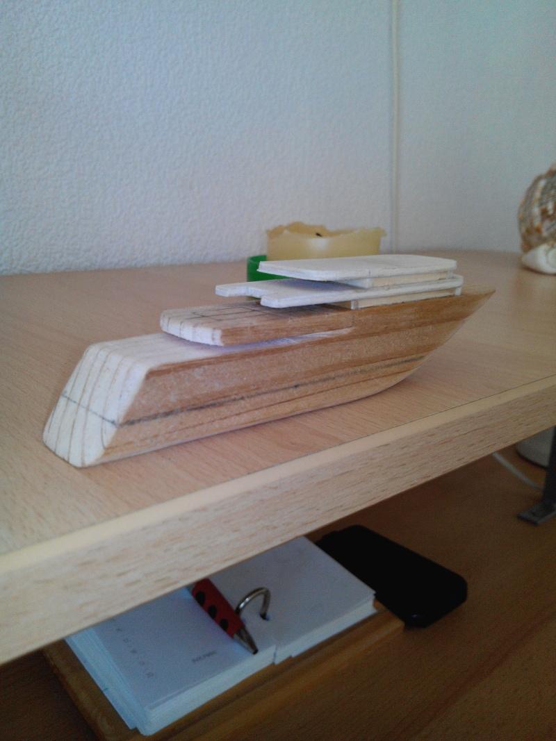 realisation d'un yacht en bois .ech:1/500. Img_2448