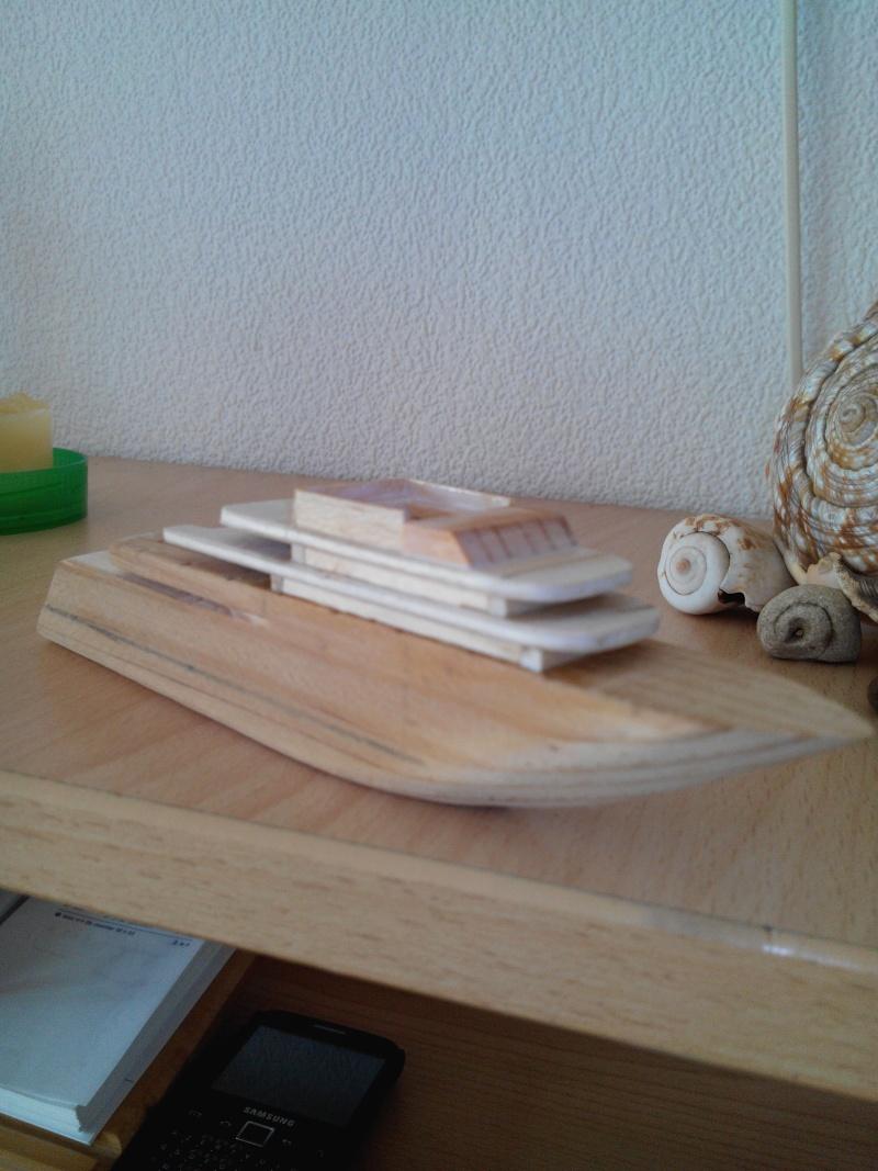 realisation d'un yacht en bois .ech:1/500. Img_2449