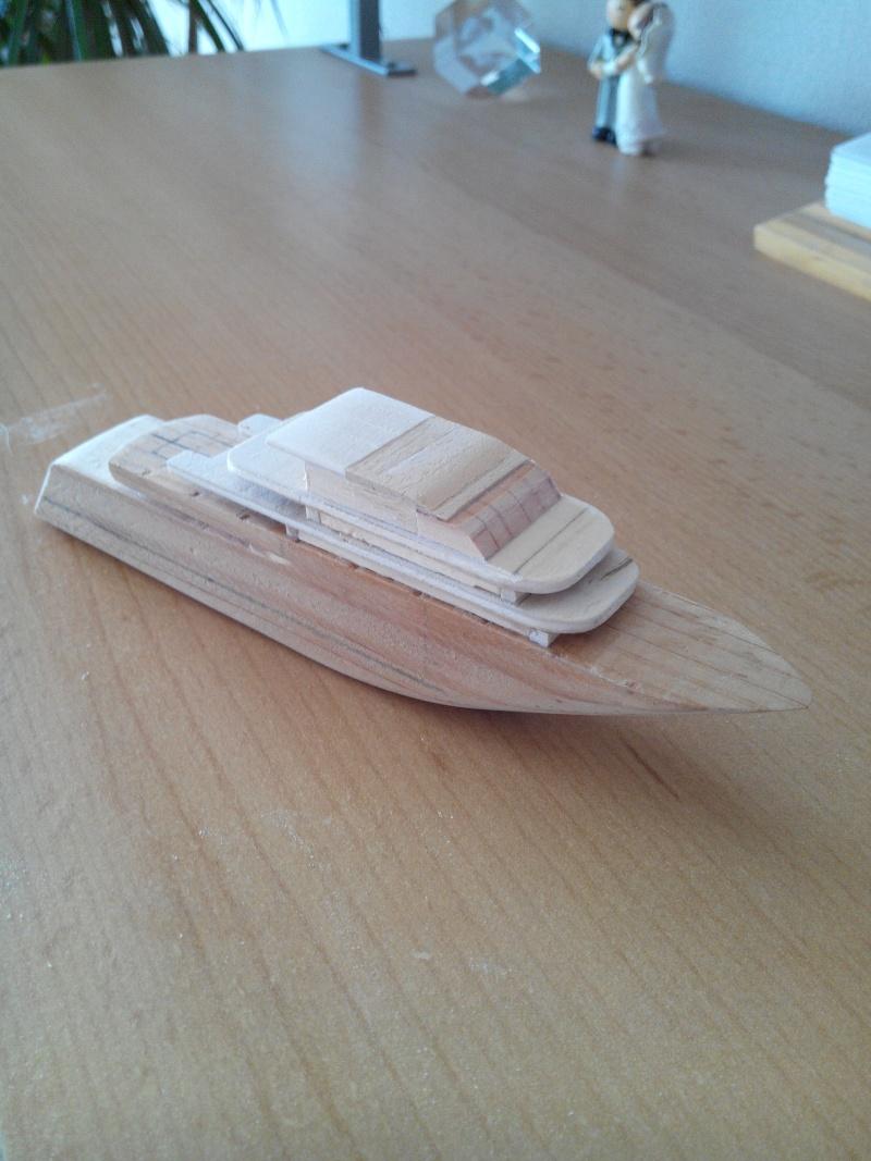 realisation d'un yacht en bois .ech:1/500. Img_2452