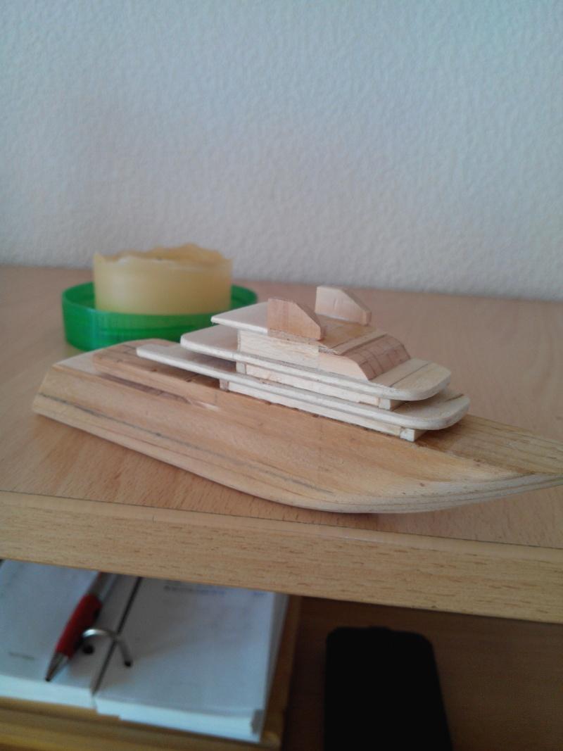 realisation d'un yacht en bois .ech:1/500. Img_2453
