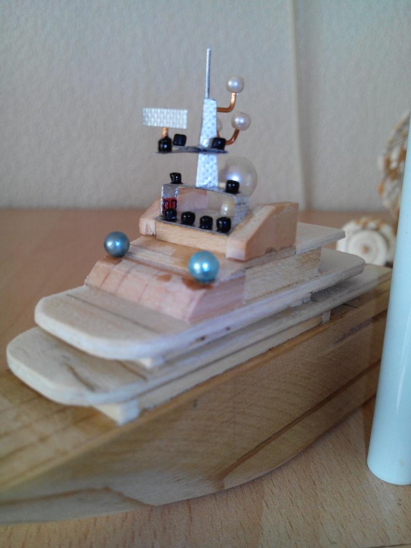 realisation d'un yacht en bois .ech:1/500. Img_2461