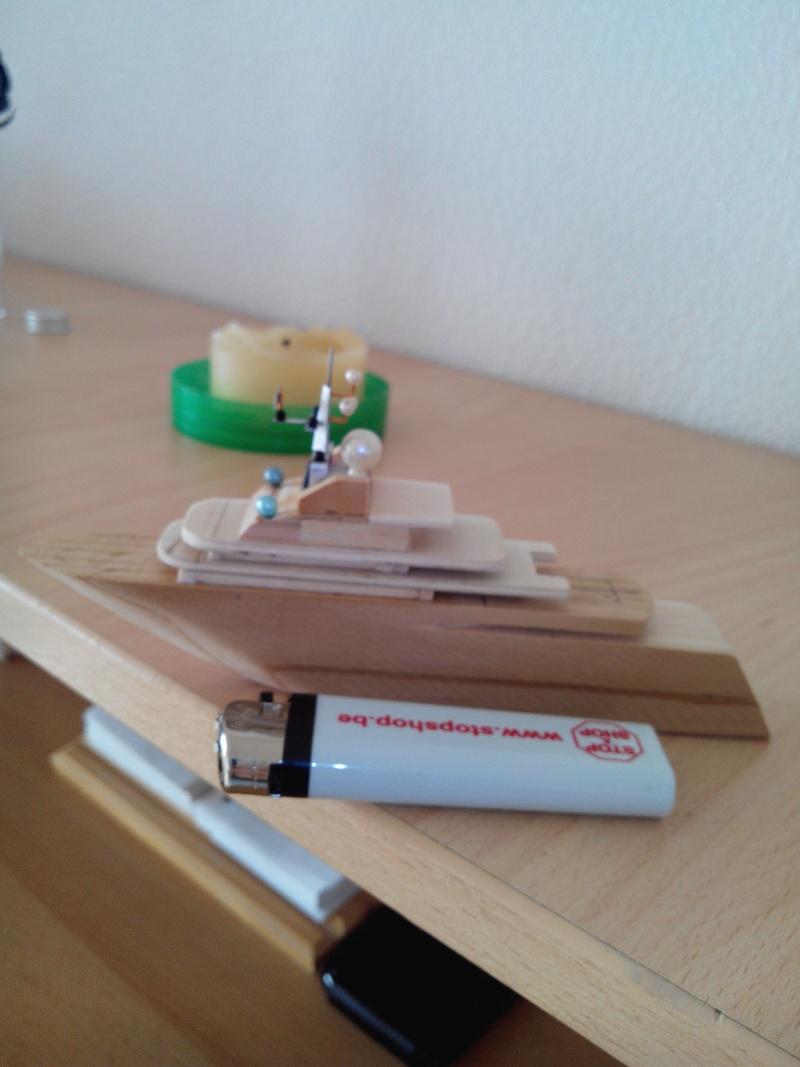 realisation d'un yacht en bois .ech:1/500. Img_2463
