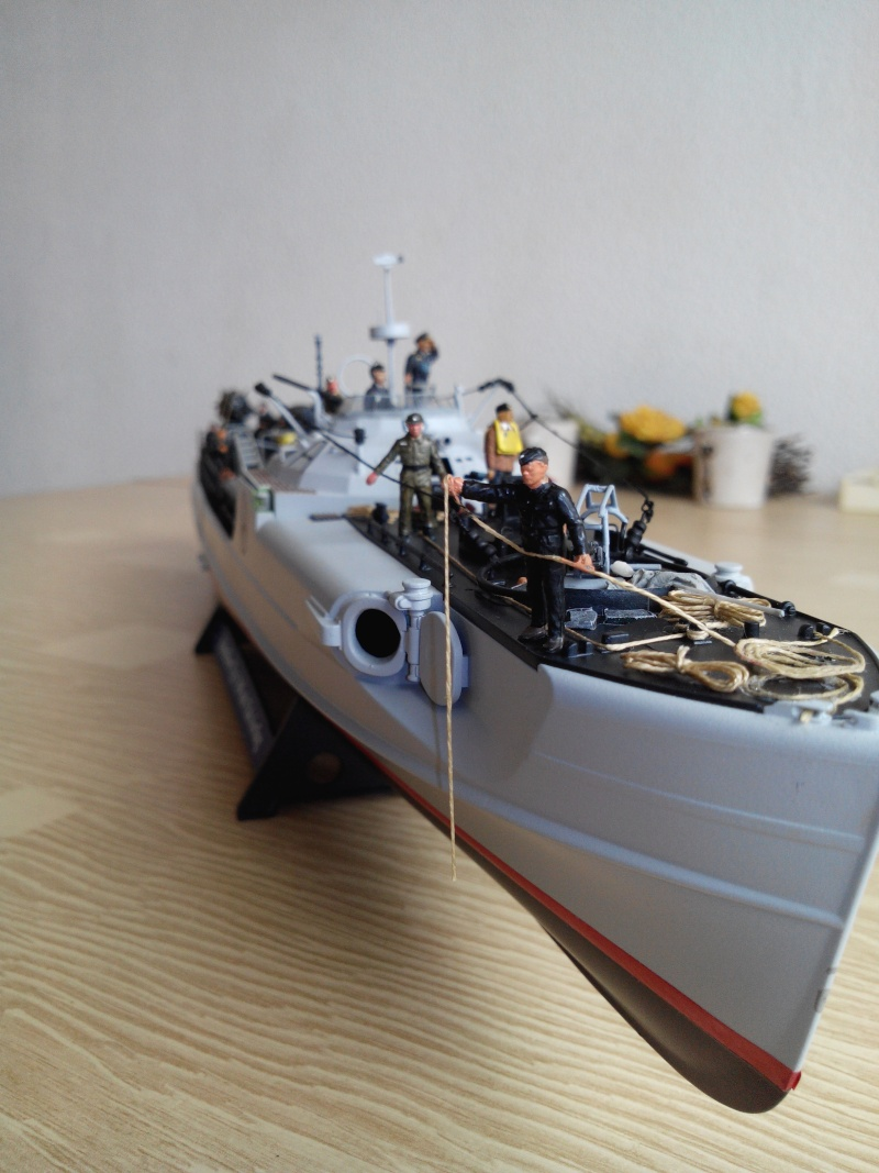 schnellboot S-100.maquette plastique REVELL au 1/72+ equipage. - Page 5 Img_2599