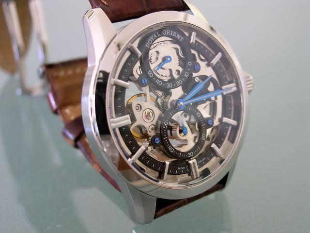 Une montre squelette me botterait bien aussi... Orient10
