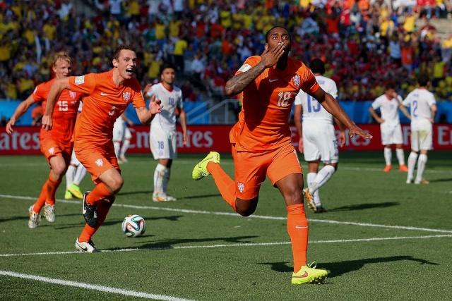 "23 JUNIO 2014 ""PORTADAS DIARIOS DEPORTIVOS CATALANES"" (VIDEO) HOLANDA VS CHILE (2-0) ""AUSTRALIA VS ESPAÑA (0-3)"" BRASIL 2014 Holand10"