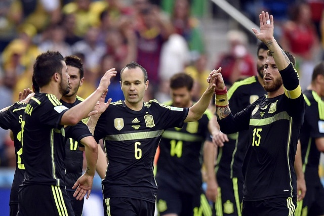 "23 JUNIO 2014 ""PORTADAS DIARIOS DEPORTIVOS CATALANES"" (VIDEO) HOLANDA VS CHILE (2-0) ""AUSTRALIA VS ESPAÑA (0-3)"" BRASIL 2014 Iniest10"