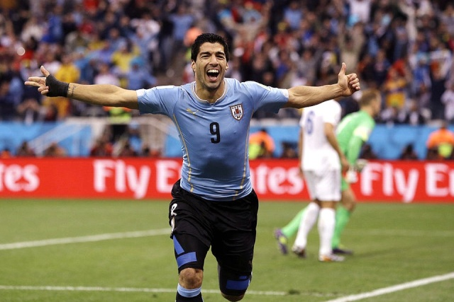 """LUIS SUAREZ """"LUIS SUAREZ YA ESTA EN BARCELONA"""" APLAZADA 'SINE DIE' LA PRESENTACION DE LUIS SUAREZ """"BIENVENIDO AL FC BARCELONA"""" (VIDEOS) COMENTARIOS, NOTICIAS, ACTUALIDAD Luis_s11"""