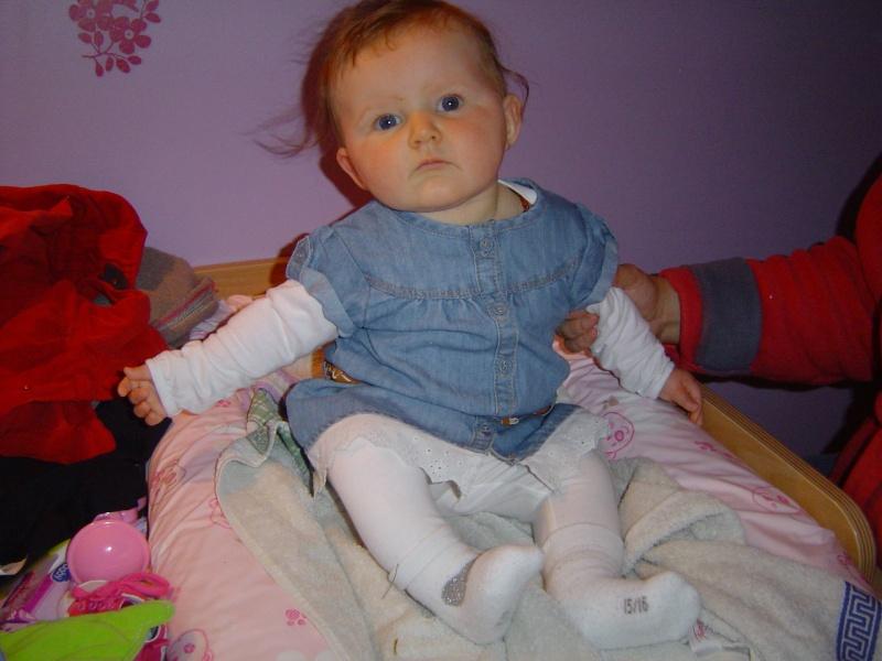 8 mois et très éveillée la Lily Dsc07010
