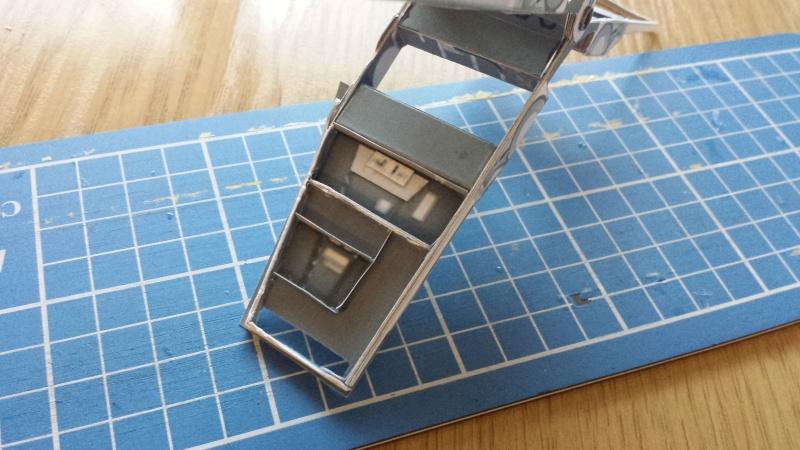 Versuch Nr.2 an einem Modell von UHU 02 03710