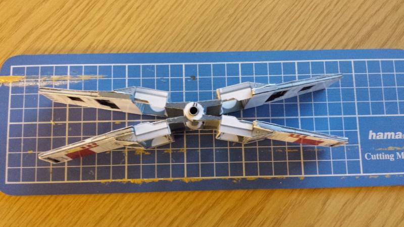 Versuch Nr.2 an einem Modell von UHU 02 04010