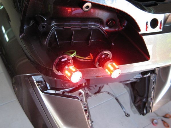 "Conversion ""Full LEDS"" feux arrières Goldwing 1800 - LEDS Xtreme Img_5013"