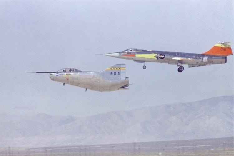 DUO: F-104N (NASA) + F-104G (BAF) Hazegawa 1/48  F-104211