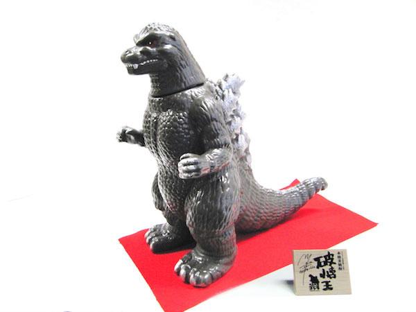 Les images et vidéos insolides Made in Japan - Page 2 Godzil11