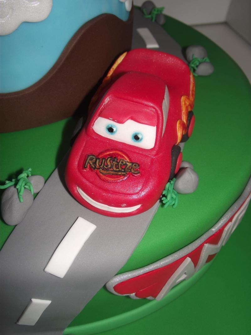 Cars quatre roues : Flash McQueen et ses amis - Page 8 Dscf2410