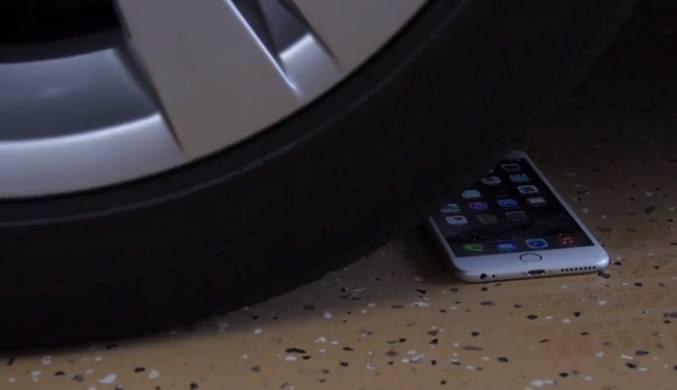 شاهد اختبار لوضع هاتف ايفون 6 بلس تحت عجلة سيارة Iphone10
