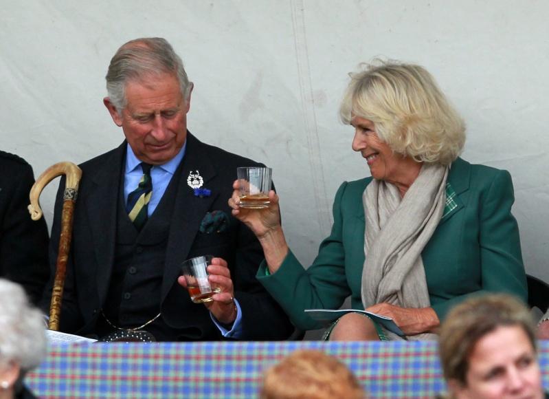Carlos de Inglaterra y Camilla, Duquesa de Cornualles - Página 14 Ing310