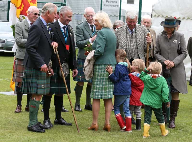 Carlos de Inglaterra y Camilla, Duquesa de Cornualles - Página 14 Ing411