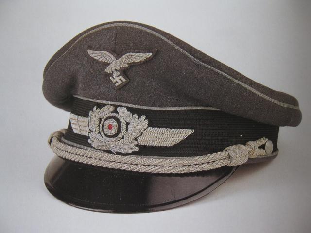 Petite question casquette officier luftwaffe Img_2810