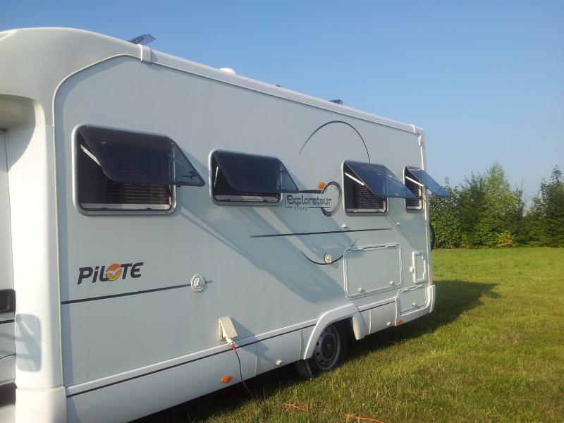 vol camping car porteur Renault couleur marron et orange 558 ERV  77 Img_2214
