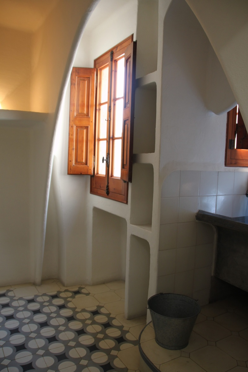 Gaudi, fou ou génie?  Img_9851