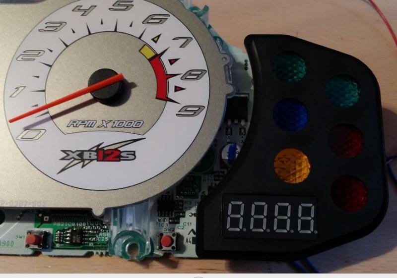 Voltemètre dans cadran compteur, gadget. 0510