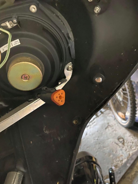 Branchement Haut parleur et bouton Electra glide 2003 18836110