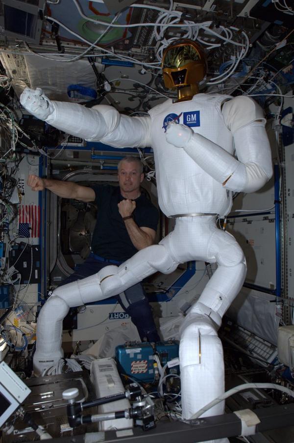 """Le """"Robonaute"""" de la NASA - Page 5 1170"""