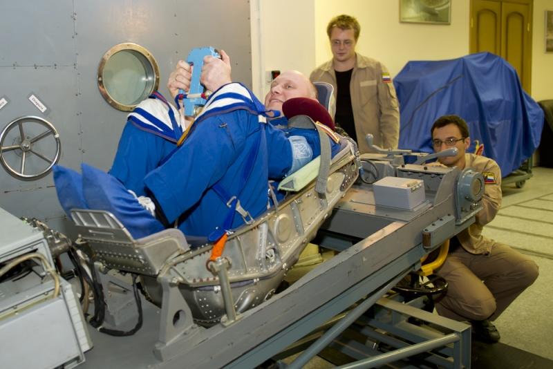 Oleg Artemyev s'entraine a atterrir sur Mars. 1189