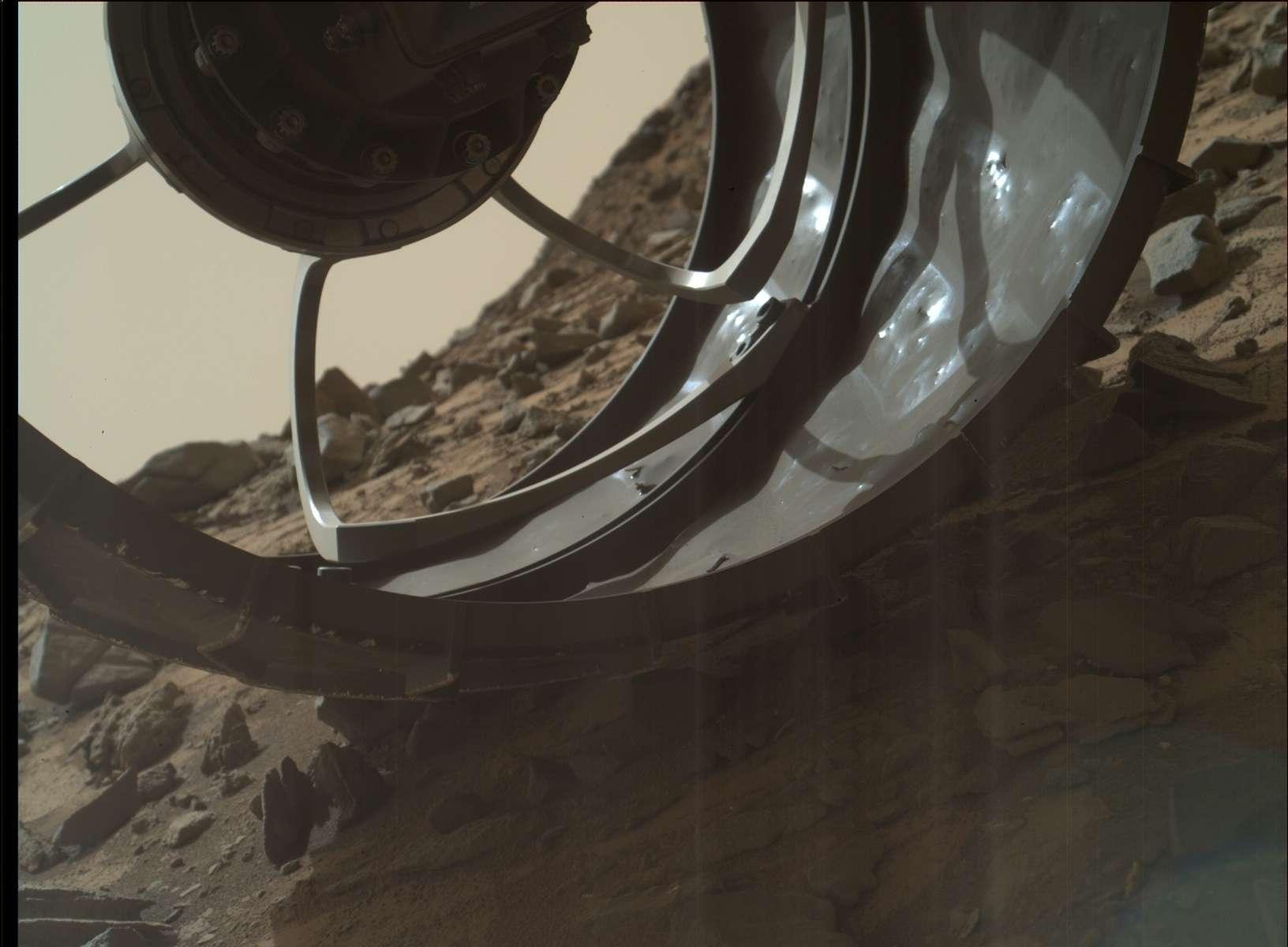 [Curiosity/MSL] L'exploration du Cratère Gale (2/3) - Page 24 1303