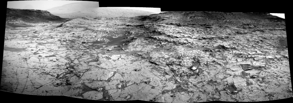 [Curiosity/MSL] L'exploration du Cratère Gale (2/2) - Page 23 Pano817