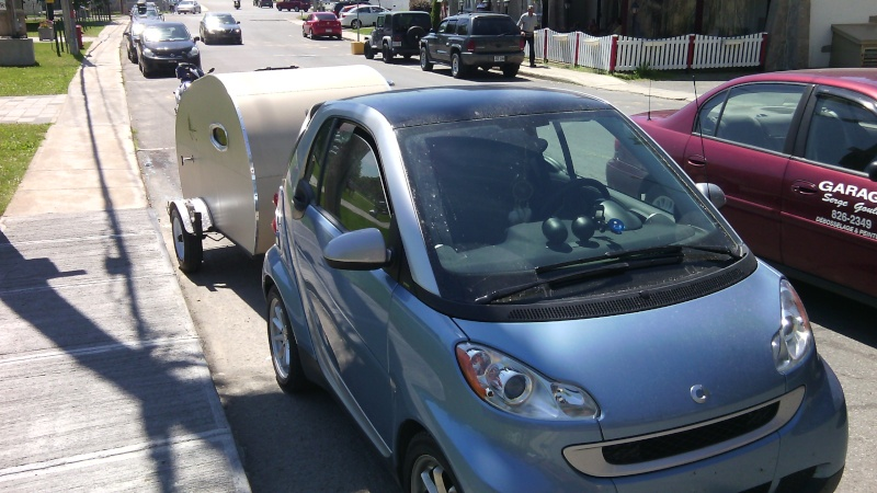 Smart avec sa petite roulotte Img_2010