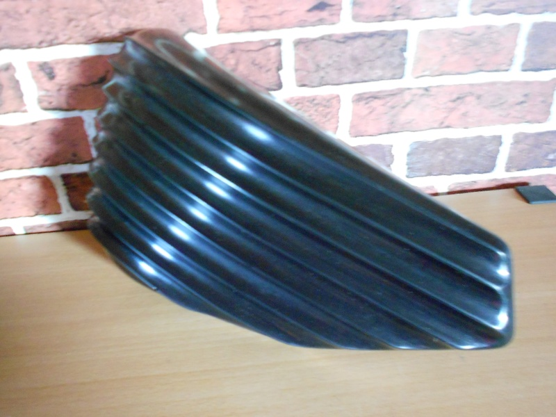CACHES LATERAL RIBBED POUR SPORTSTER 2004 ET UP. 2014-112