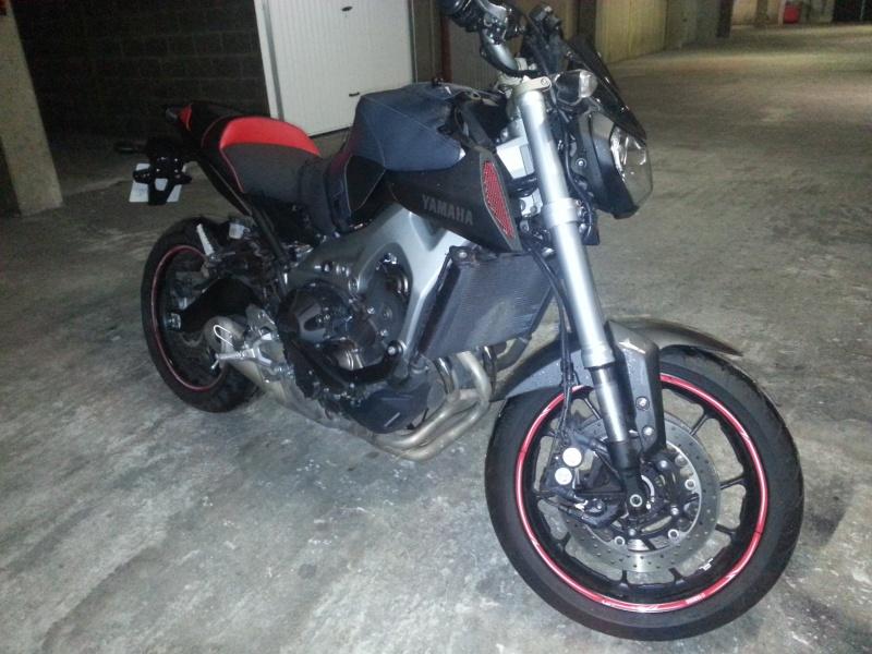 MT 09 MOTO CAGE : Mat Grey noire et rouge ;-) 110