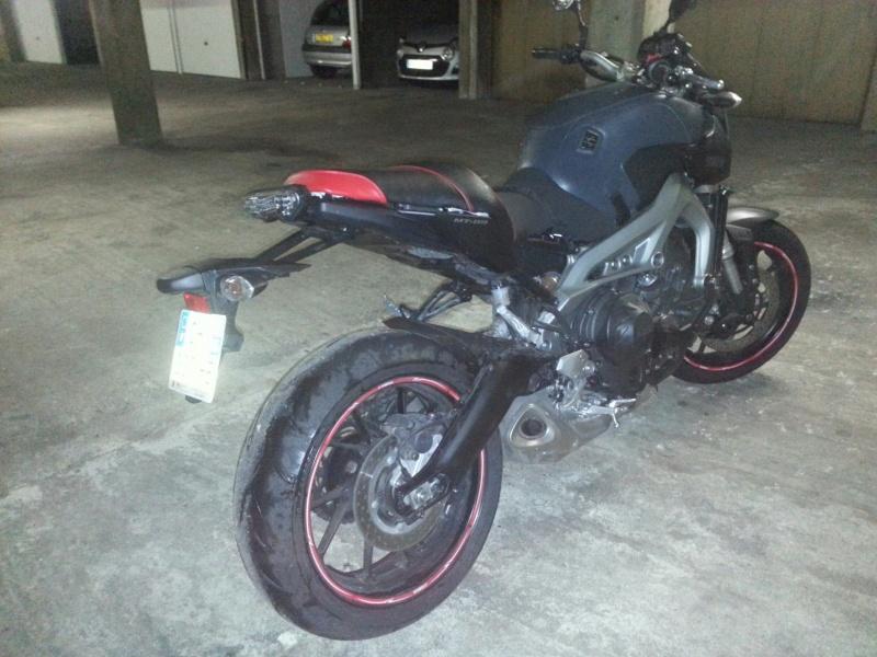 MT 09 MOTO CAGE : Mat Grey noire et rouge ;-) 210