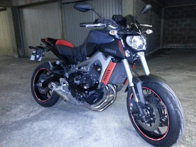MT 09 MOTO CAGE : Mat Grey noire et rouge ;-) 410