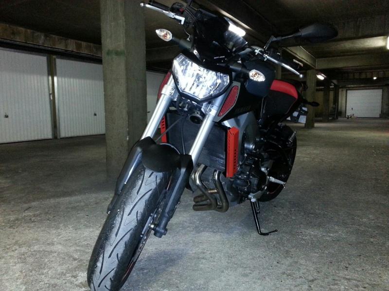MT 09 MOTO CAGE : Mat Grey noire et rouge ;-) 510