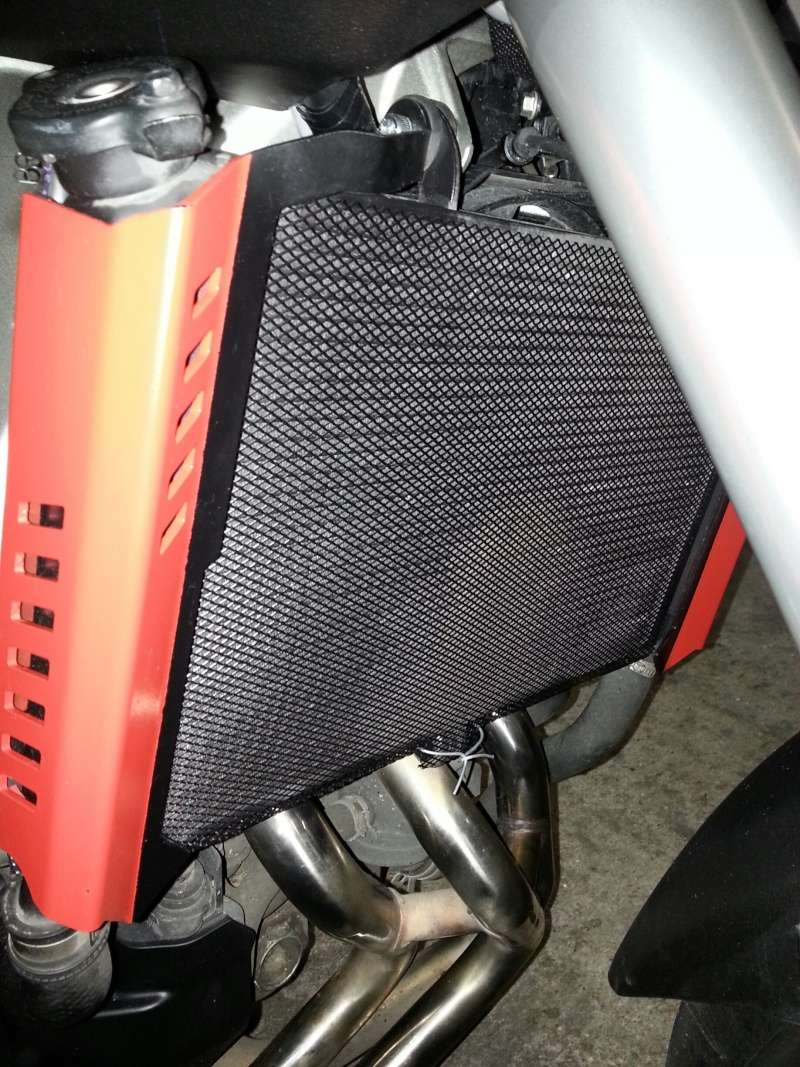 MT 09 MOTO CAGE : Mat Grey noire et rouge ;-) 610